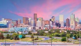 Panorama dell'orizzonte di Denver a penombra immagine stock libera da diritti