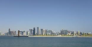 Panorama dell'orizzonte di Doha Immagine Stock