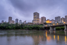 Panorama dell'orizzonte di Edmonton al crepuscolo Immagine Stock Libera da Diritti