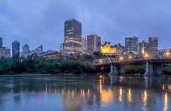 Panorama dell'orizzonte di Edmonton al crepuscolo Fotografia Stock Libera da Diritti