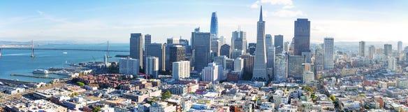 Panorama dell'orizzonte di San Francisco Bay fotografie stock libere da diritti