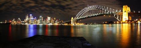 Panorama dell'orizzonte di Sydney alla notte Fotografia Stock Libera da Diritti