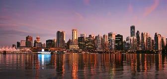 Panorama dell'orizzonte di Vancouver al tramonto Fotografie Stock Libere da Diritti