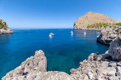 Panorama della baia con gli yacht Immagini Stock