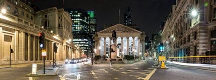 Panorama della borsa valori reale a Londra di notte Fotografie Stock Libere da Diritti