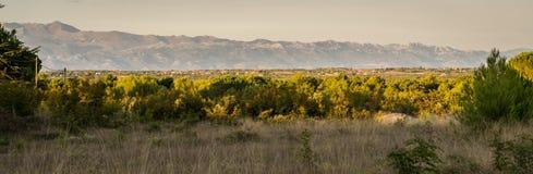 Panorama della catena montuosa dalmata fotografia stock