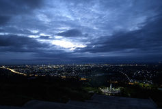 Panorama della città alla notte Fotografia Stock