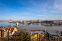 Panorama della città, colpo preso durante il giorno soleggiato di inverno fotografia stock
