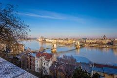 Panorama della città, colpo preso durante il giorno soleggiato di inverno fotografia stock libera da diritti