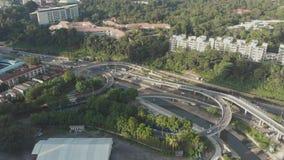 Panorama della città del bivio e di Kuala Lumpur malaysia Siluetta dell'uomo Cowering di affari video d archivio