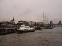 Panorama della città di Amburgo Vista del fiume Elba a Amburgo Immagini Stock Libere da Diritti