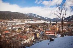 Panorama della città di Brunico, Italia Fotografia Stock