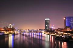Panorama della città di Francoforte nella notte Immagine Stock