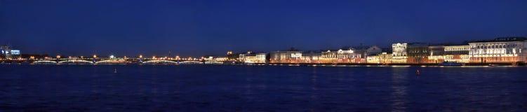 Panorama della città di notte Immagini Stock