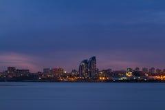 Panorama della città di notte Fotografia Stock