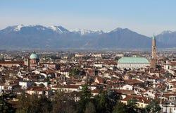 Panorama della città di Vicenza con la basilica Immagine Stock