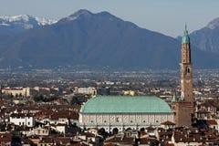 Panorama della città di Vicenza con la basilica Fotografie Stock