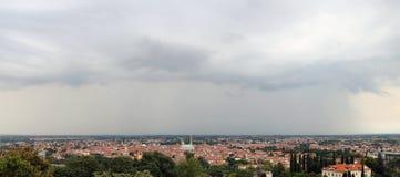 Panorama della città di Vicenza in Italia del Nord con i tetti Fotografia Stock
