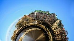 Panorama della città un giorno di estate immagine stock