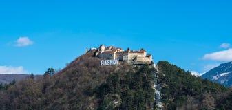 Panorama della cittadella di Rasnov, contea di Brasov, Romania Fotografia Stock