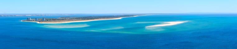 Panorama della costa di mare di estate, Setubal, Portogallo Fotografia Stock