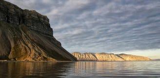 Panorama della costa di Spitzbergen fotografia stock