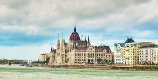 Panorama della costruzione del Parlamento a Budapest Fotografie Stock Libere da Diritti