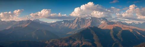 Panorama della cresta principale di Caucaso Immagine Stock