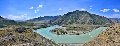 Panorama della curvatura del fiume Katun, Altai della montagna Fotografia Stock