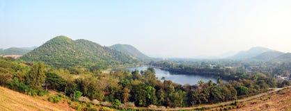 Panorama della diga di Kaeng Krachan nel parco nazionale di Kaeng Krachan Fotografia Stock