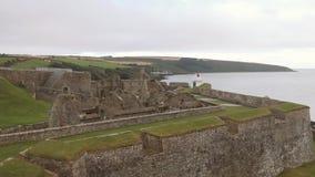 Panorama della fortificazione di Charles, una fortificazione a forma di stella a partire dal XVII secolo in Irlanda video d archivio