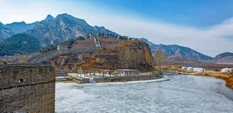 Panorama della grande muraglia ad una sezione di nove portoni di acqua Fotografie Stock