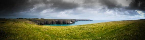 Panorama della linea costiera di Lingua gallese immagine stock libera da diritti