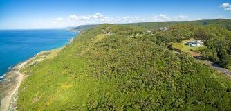 Panorama della linea costiera su grande azionamento pacifico Fotografia Stock