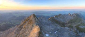 Panorama della montagna al tramonto da Saentis Immagine Stock