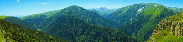 Panorama della montagna in bel tempo Fotografia Stock Libera da Diritti