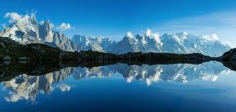 Panorama della montagna a Chamonix-Mont-Blanc immagine stock libera da diritti