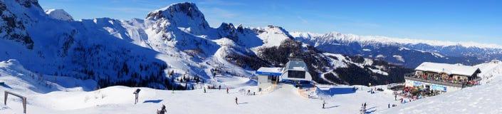 Panorama della montagna della cima di area dello sci di Nassfeld in Austria Fotografia Stock Libera da Diritti