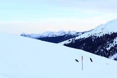 Panorama della montagna con neve ed alba nell'inverno nelle alpi di Stubai Fotografie Stock Libere da Diritti