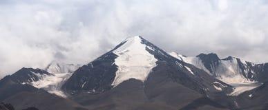 Panorama della montagna della neve Fotografia Stock Libera da Diritti