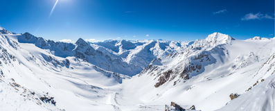Panorama della montagna della neve Immagini Stock