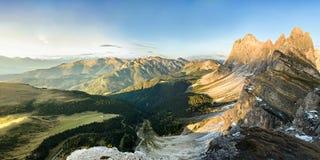 Panorama della montagna delle alpi nelle alpi di Dolomiti Fotografia Stock Libera da Diritti