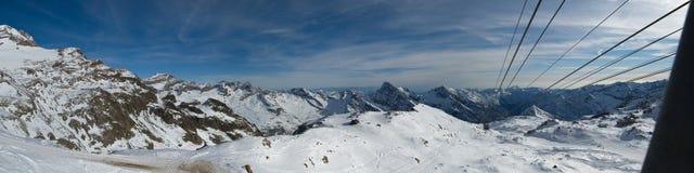 Panorama della montagna dello Snowy Immagine Stock