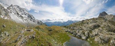 Panorama della montagna dentro   Fotografia Stock