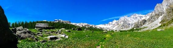Panorama della montagna di estate Alpe Devero Immagini Stock