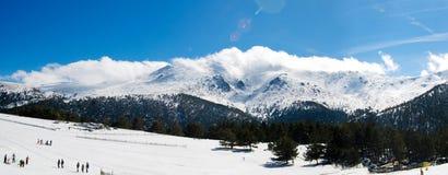 Panorama della montagna di inverno Immagine Stock