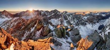Panorama della montagna di inverno - Tatras, Slovacchia Immagine Stock