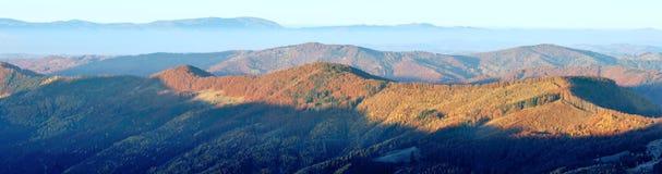 Panorama della montagna di mattina di autunno Fotografie Stock Libere da Diritti