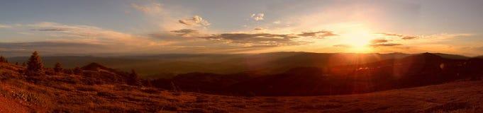 Panorama della montagna di tramonto Immagini Stock Libere da Diritti