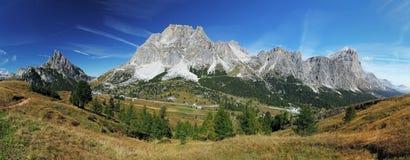 Panorama della montagna in dolomia Fotografia Stock Libera da Diritti